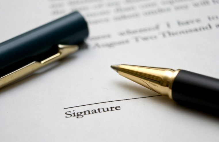 Pułapki podczas podpisywania umów gospodarczych